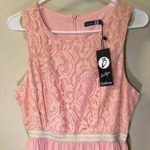 🌸NWT 🌸 NEW BOOHOO LACED PINK MAXI DRESS